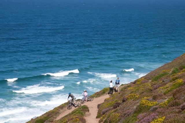 Walking on the Cornish Coast (Matt Jessop)